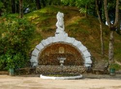 Лев Лопатинского сада